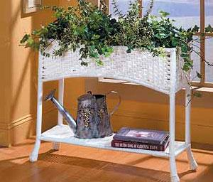 Resin Wicker Planters & Plant Stands