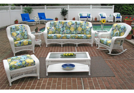 5 Piece Palm Springs Resin Wicker Furniture Set, Sofa, Chair, Otttoman, Cocktail & End Table - WHITE